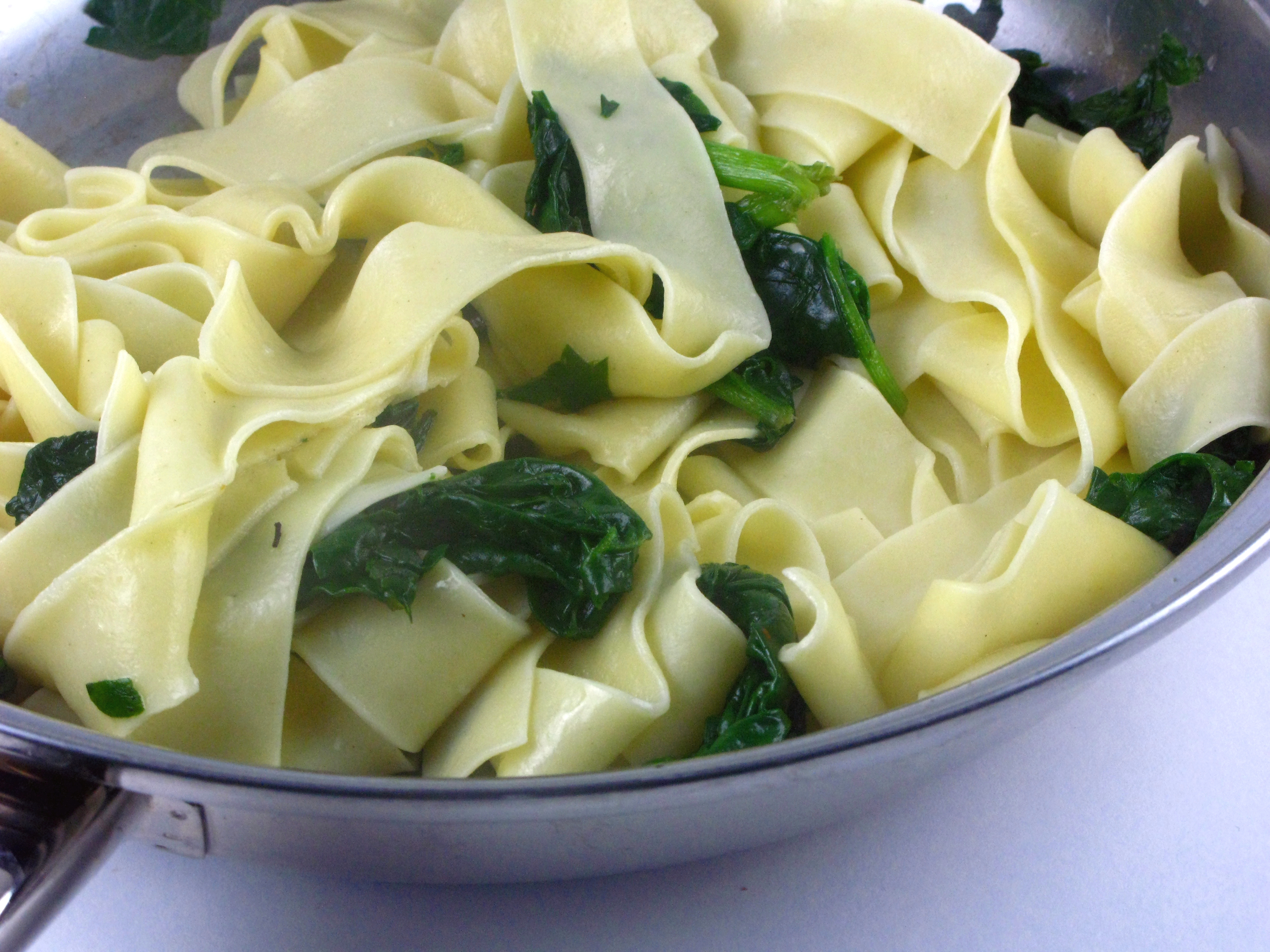 Spinach, Goat Cheese and Sun Dried Tomato Pasta